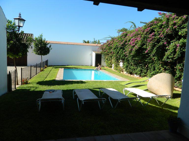 piscina con flores