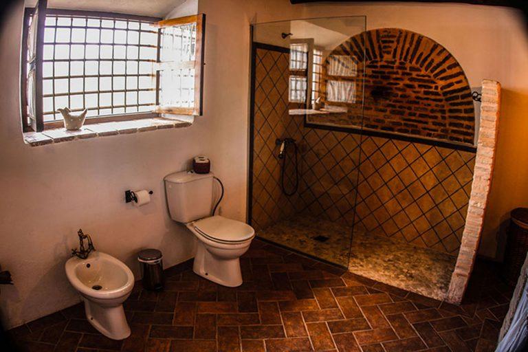 baño casa rural tipico
